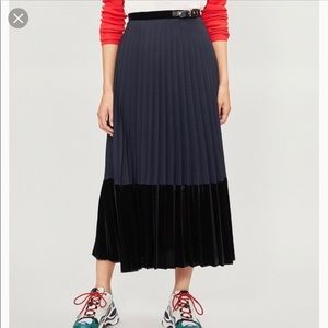 Sandro edelweis navy velvet hem pleated skirt